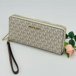 Michael Kors Large Continental Wallet Wristlet Vanilla